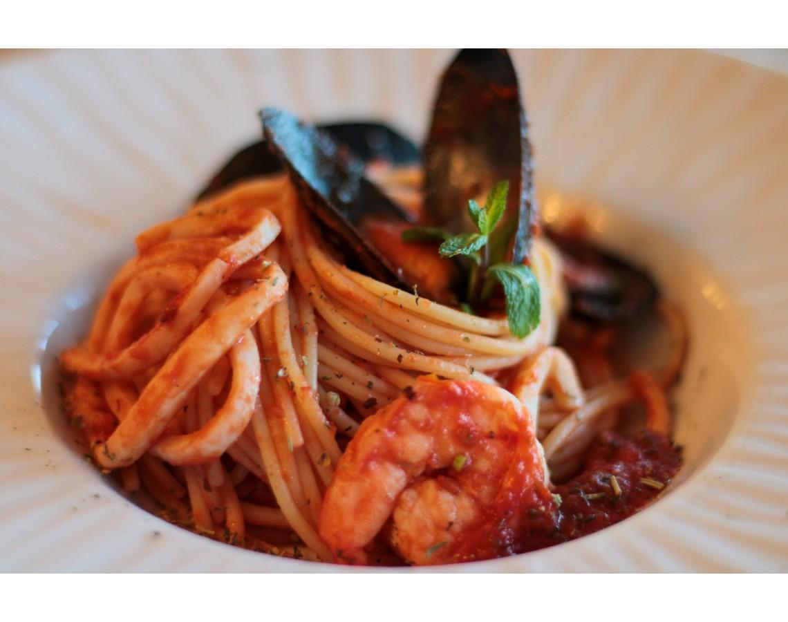 Лапша томатная с морепродуктами